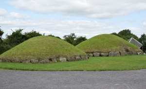 satellite mounds at Knowth